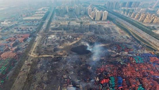 Vista aérea tras las explosiones. Nótese la cercanía de los bloques de viviendas.